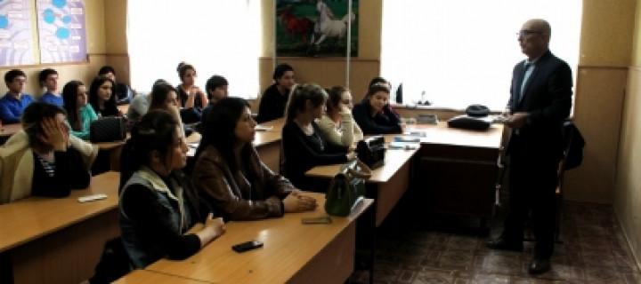 Студенты Избербаша прослушали лекцию о профилактике туберкулеза